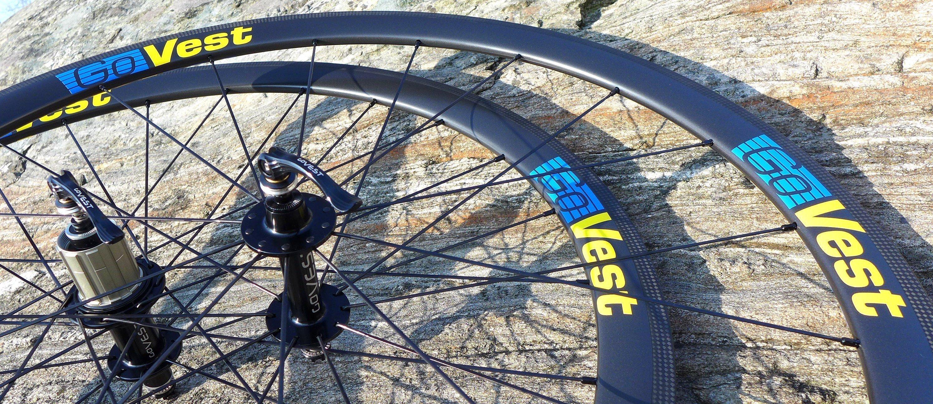 Tyr 38 - Snabba hjul i Sverigefärger sida